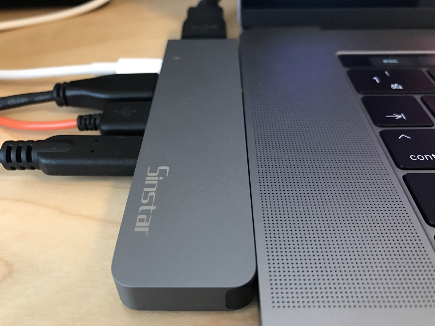 【HDMI+USB3.0対応】MacBook Pro2016/2017用のUSB Type-Cハブを購入! これ1つで失われたポートが復活したぞ!【Sicotool Type C adapter hub】