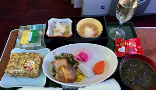 羽田→那覇JAL国内線ファーストクラス搭乗記!ラウンジ+豪華な座席+機内食+シャンパン飲みまくって大満足なフライトになったぞ!【JGC修行2018】