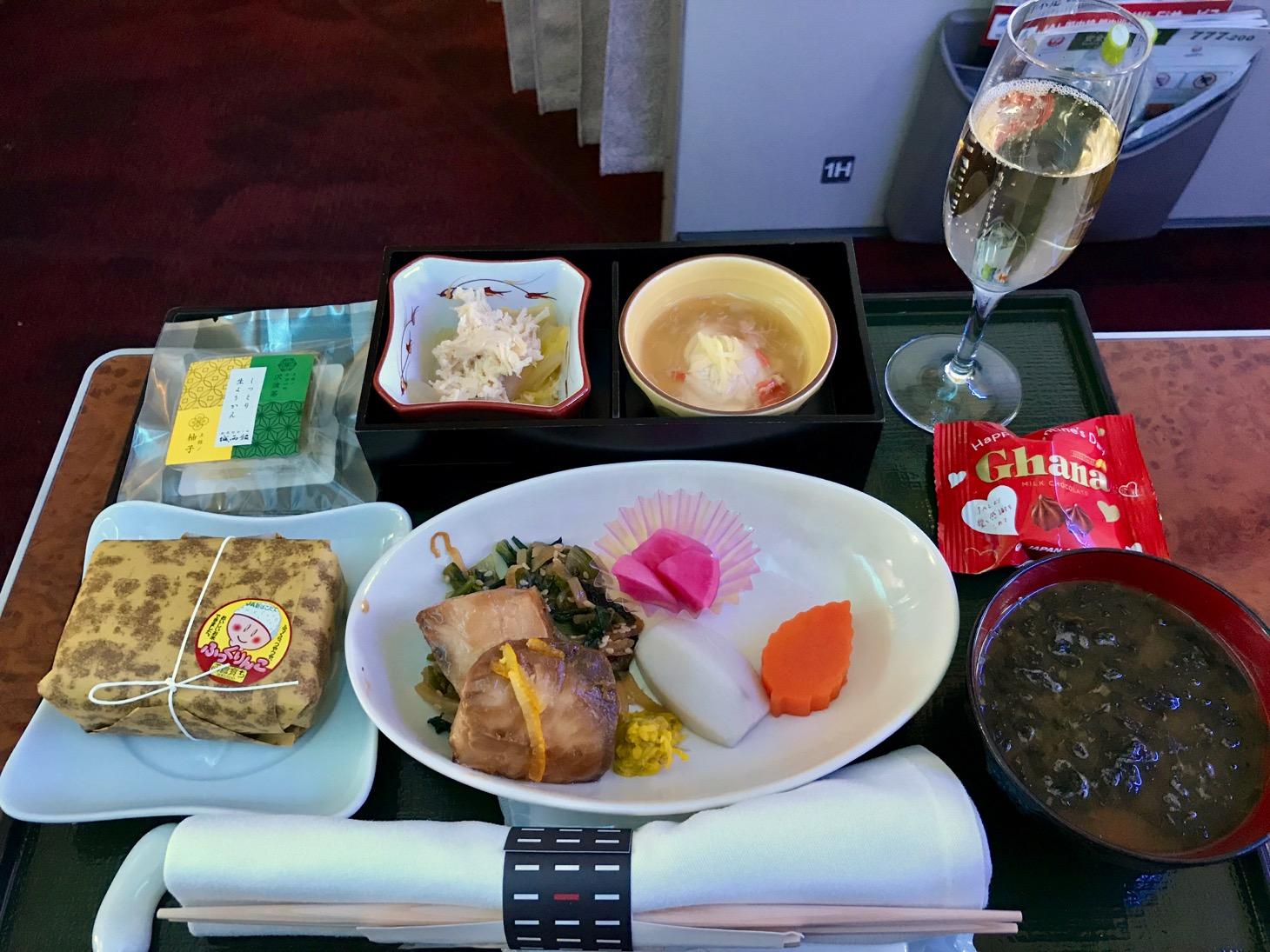 羽田→那覇JAL国内線ファーストクラス搭乗記!ラウンジ+豪華 ...