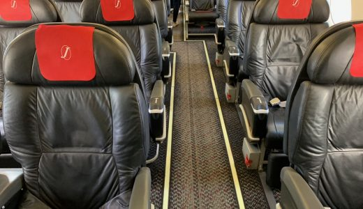 【2×1列クラスJシートが快適!】JAL(J-AIR) エンブラエルE190 羽田→三沢(八戸)搭乗記!小型機だけど広くて揺れなかったぞ!