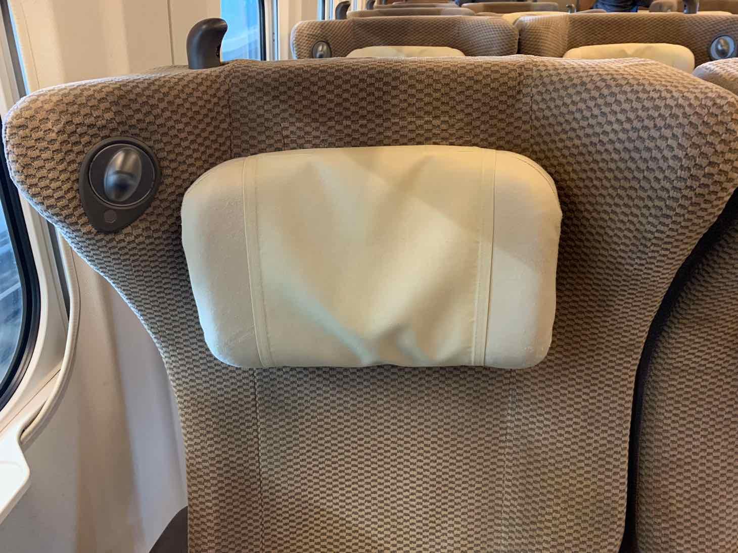 E5系 グリーン車 可動式枕
